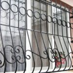металлическая защитная решётка на окно